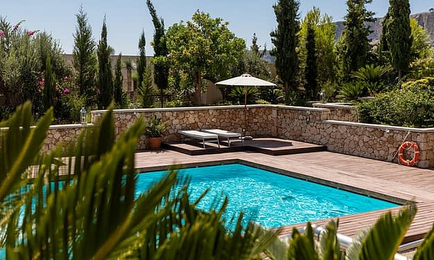 Should You Buy An Investment Property With A Swimming Pool?